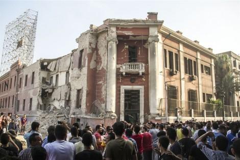 семь взрывов в столице Египта