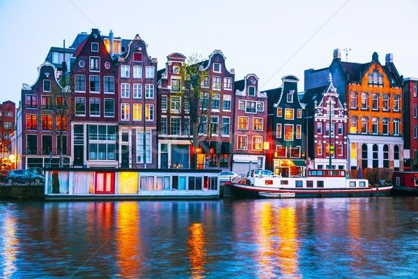 Пляшущие домики у реки Амстел