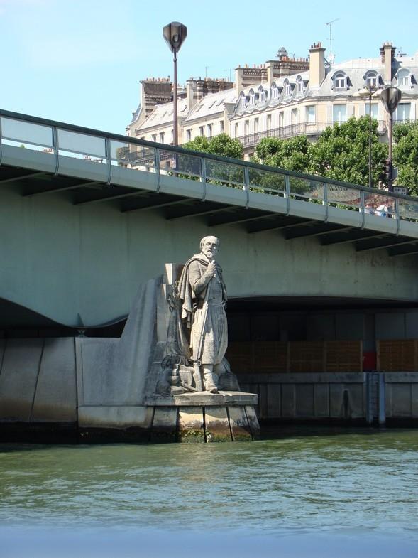 кораблик по Сене