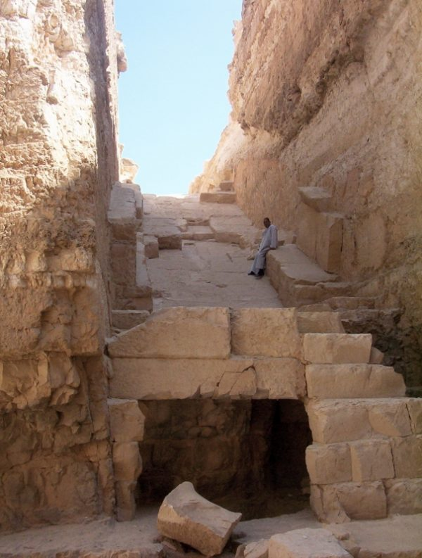 пирамида Джедефры